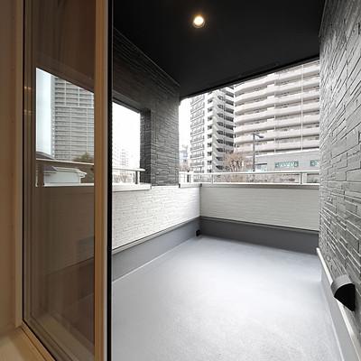 ルーフバルコニー/Roof Balcony