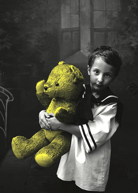 70x100_-_Kid_with_a_bear_-_Rok_Deželak.j