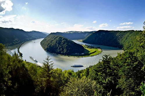 10 Day Worlds with Danube Tour