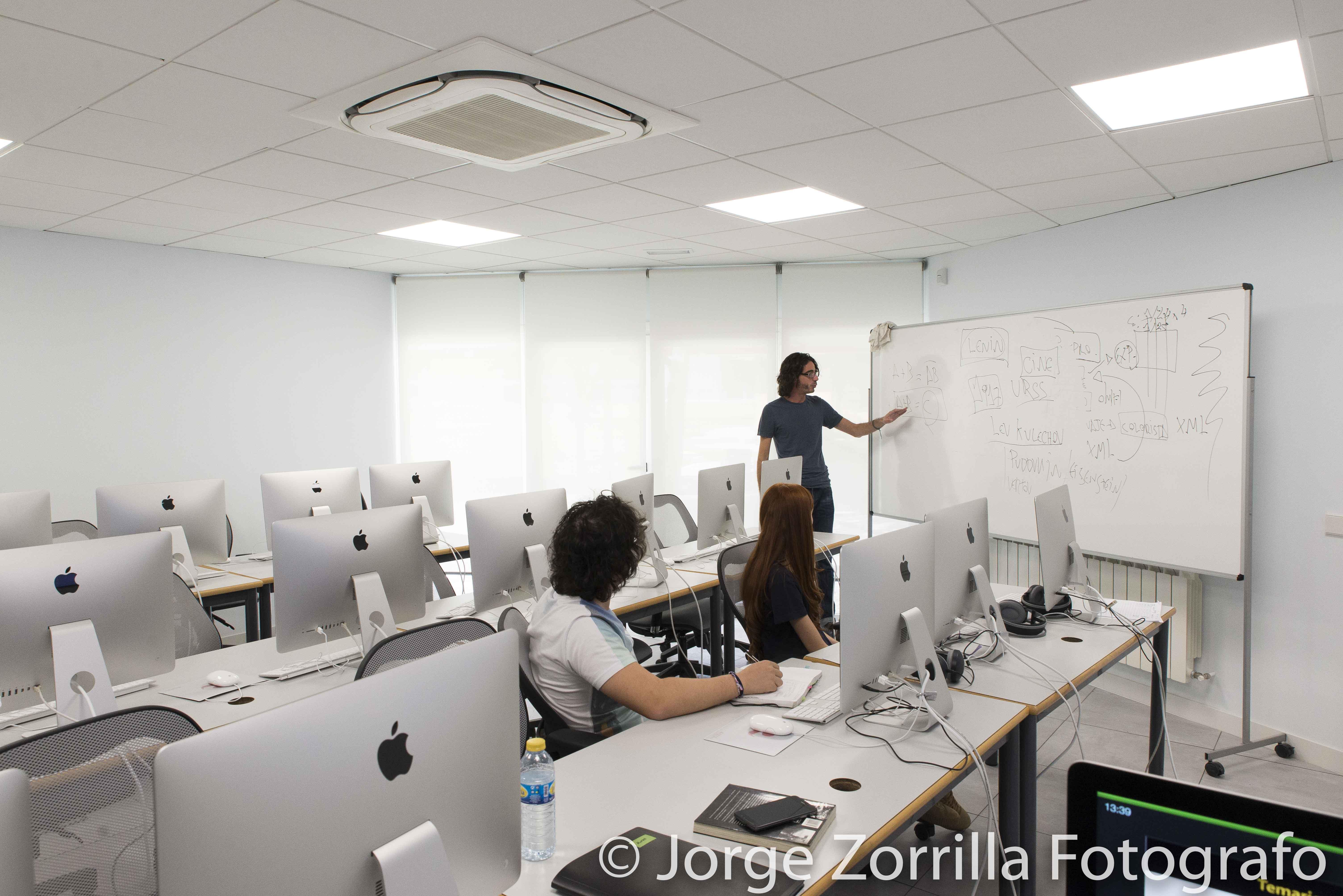 Fotografía Aula de Informática de Universidad Camilo Jose Cela en Madrid © Jorge Zorrilla Fotógrafo