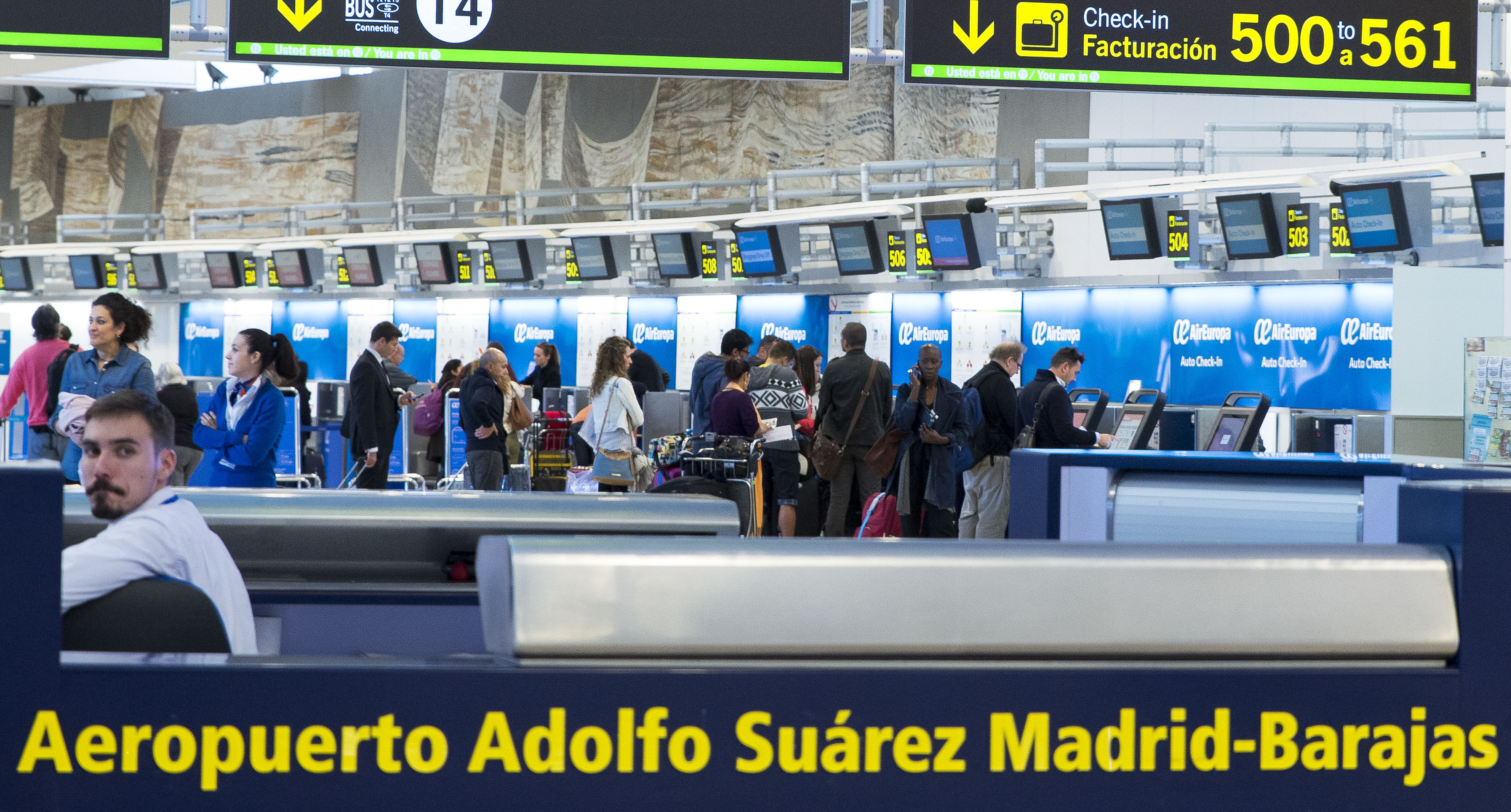 Fotografía Instalaciones Air Europa Aeropuerto Adolfo Suarez Madrid  © Jorge Zorrilla Fotógrafo Madr
