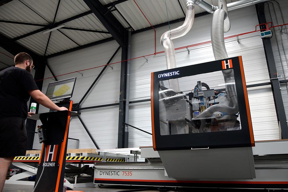Chez Atelier Media, nous possédons des équipements à la pointe de la technologie. Ainsi, notre parc machines est 100% numérique et relié directement à notre bureau d'études.