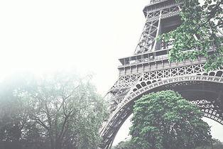 Эйфелева башня-приближающий вверх