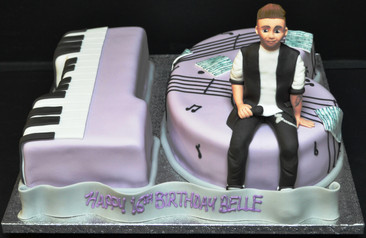 16 with Keyboard  and Singer.JPG