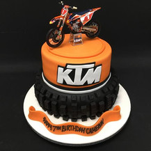 Tyre cake with real model bike (Copy).jp
