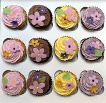Pretty, Simple Flower Cupcakes.JPG