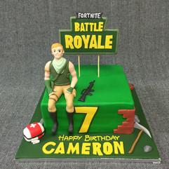 FORTNITE BATTLE ROYALE CAKE WITH 3D FIGU