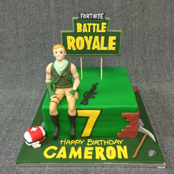 FORTNITE BATTLE ROYALE CAKE WITH 3D FIGU
