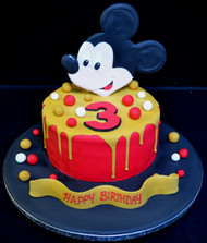 MICKEY MOUSE DRIP CAKE.JPG