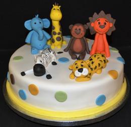 ANIMALS ON ROUND CAKE.JPG