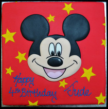 MICKEY MOUSE FACE AND STARS ON SQUARE.JP