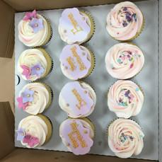 pretty cupcakes (2).JPG