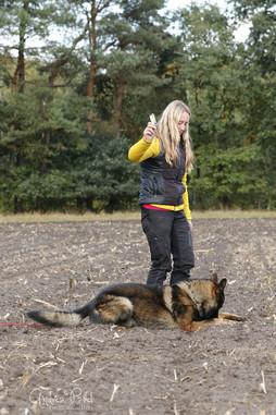 Veronika Hauff mit ihrem Schäferhund Grisu