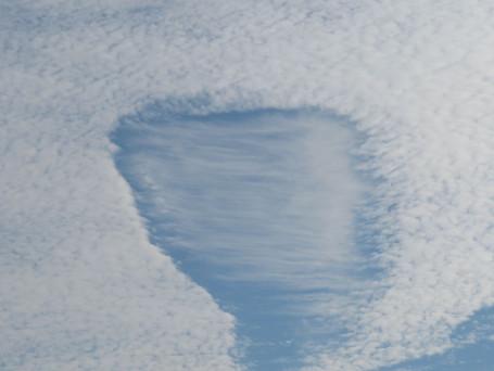 朝方の変わった雲
