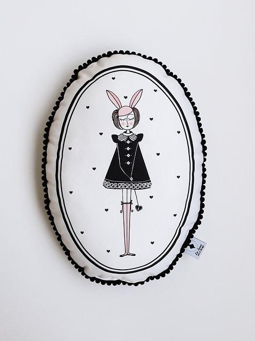 Poduszka dekoracyjna La Lune z pomponikami - Króliczka Sisi
