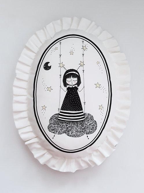 Poduszka dekoracyjna La Lune z falbaną - Mała Marzycielka