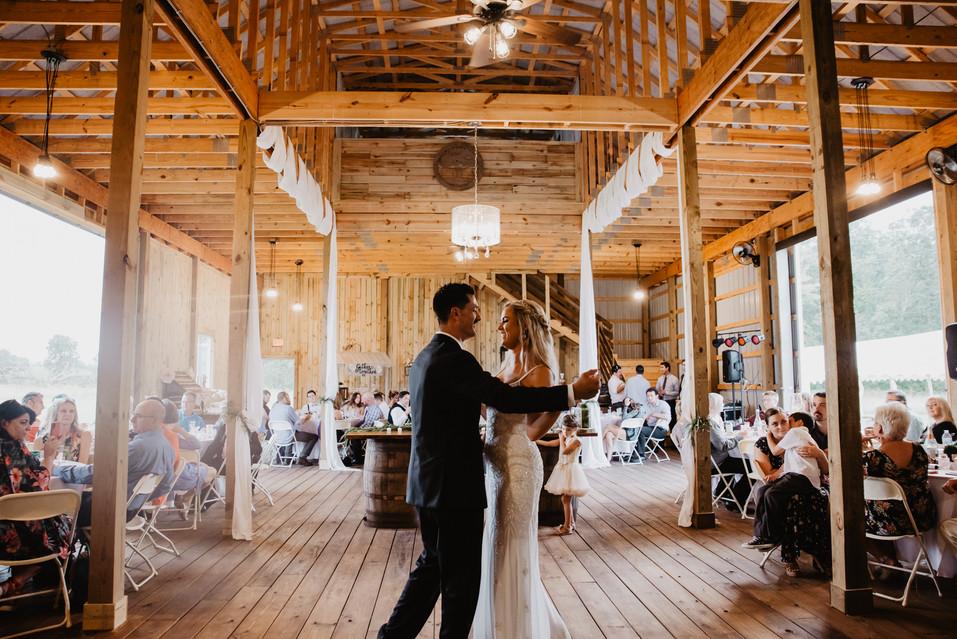 retro-vintage-style-barn-wedding-lansing