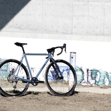 マットカラーペイントを施したSteel Gravel Bike / MUDMANをご紹介します。