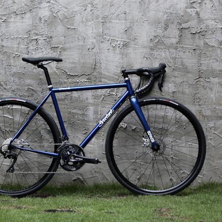 カスタムペイントが美しい。Svecluck Ground Disc Road Bikeをご紹介します。