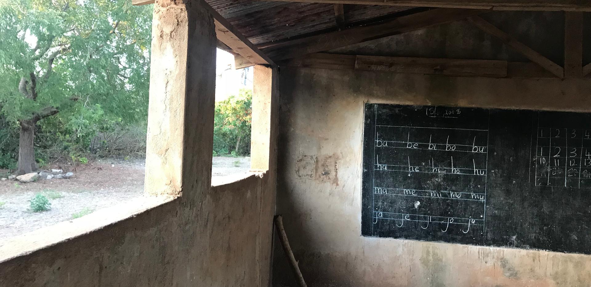 Klassenzimmer Juani Island.JPG