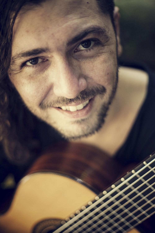 Aula de canto e violão
