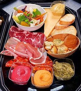 Tapasbox The Ghentist met trio van tapenade, coppa, bruschetta, toast champignon & meer
