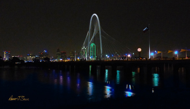 Margaret Hunt Hill Bridge over a Flooding Trinity River