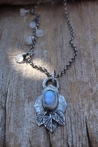 Mendala Moonstone Necklace