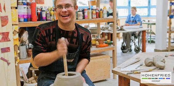 Töpferwerkstatt, Fertigung von Keramikstelen, Keramikprodulten, Schalen, Dekoartikel, Geschenkideen, Gartenstelen und Babyspielzeug