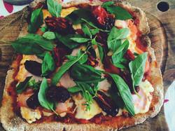 Pizza de masa piedra integral · Por Magdalena Acevedo (Nutricionista)