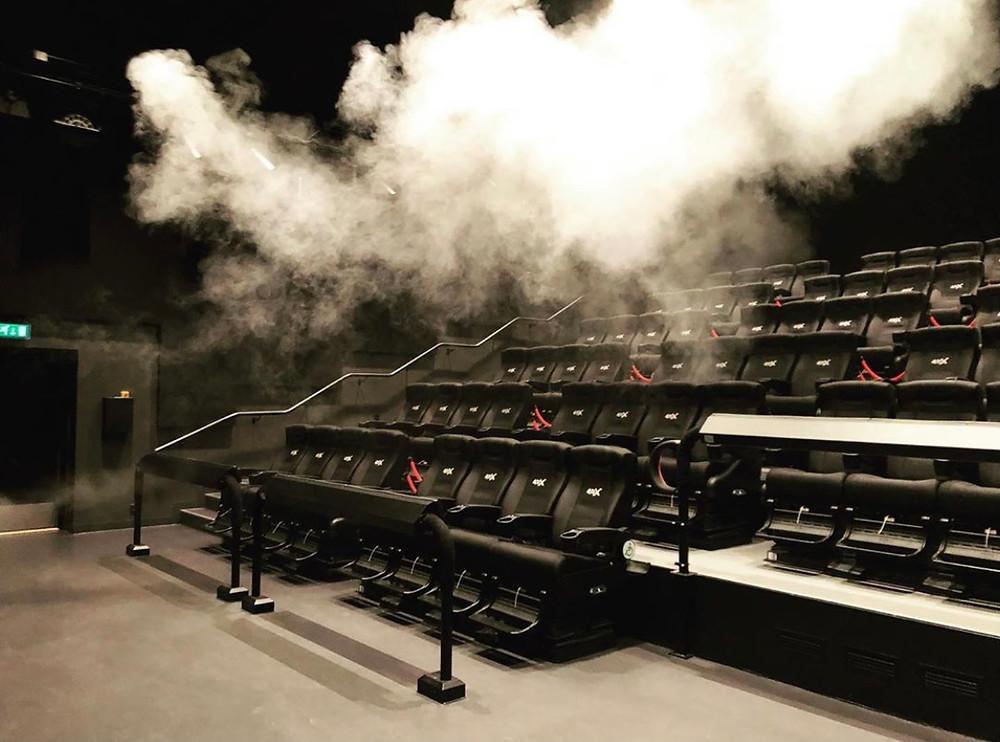 4DX-salongen i Uppsala med dimma i salongen.