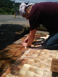 屋根張り作業