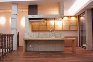 キッチン大谷石張り (2)