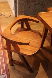 胡桃椅子とテーブル