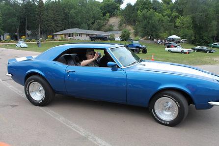 blue car waving.jpg
