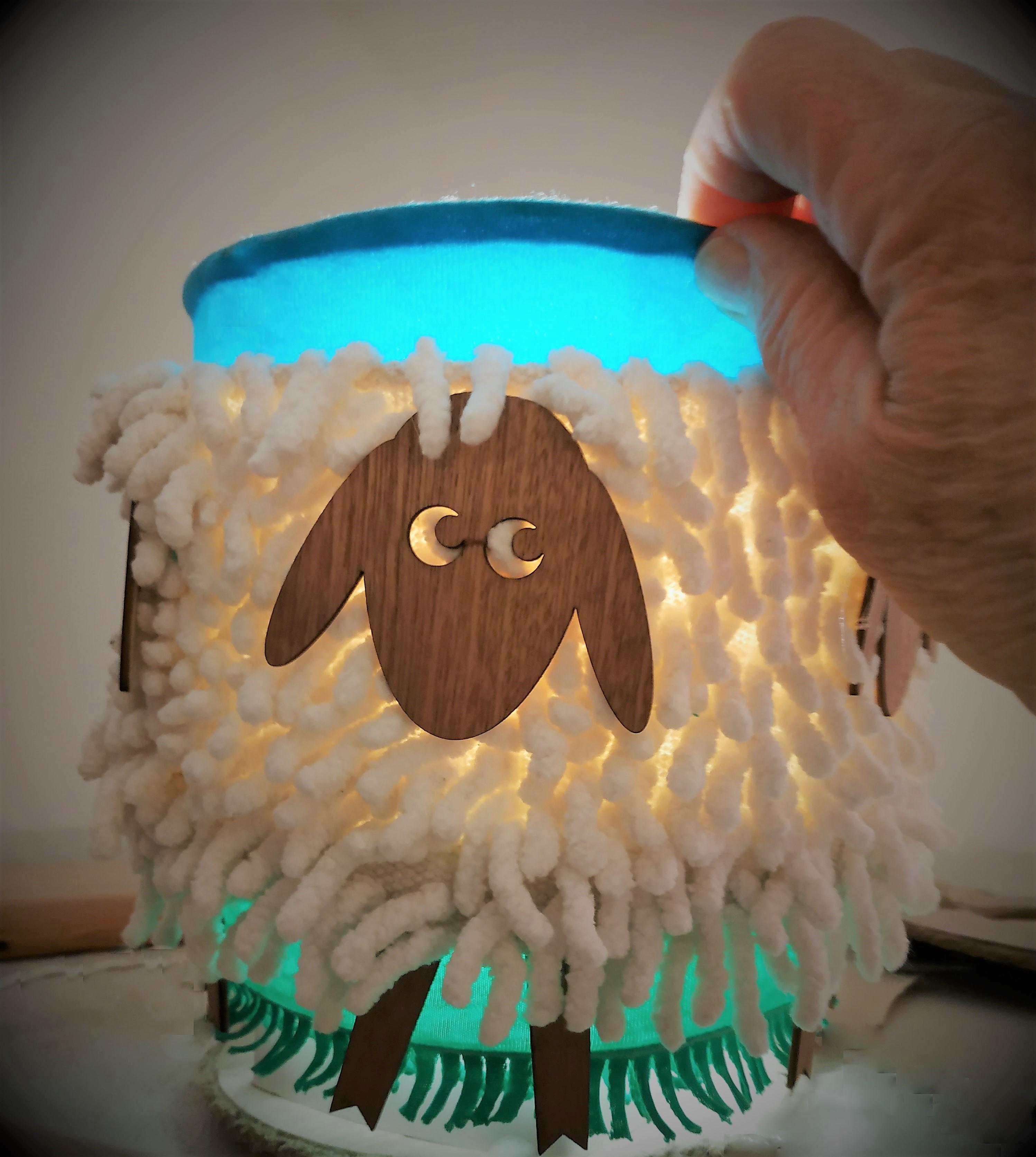 כבשים - מנורת שולחן