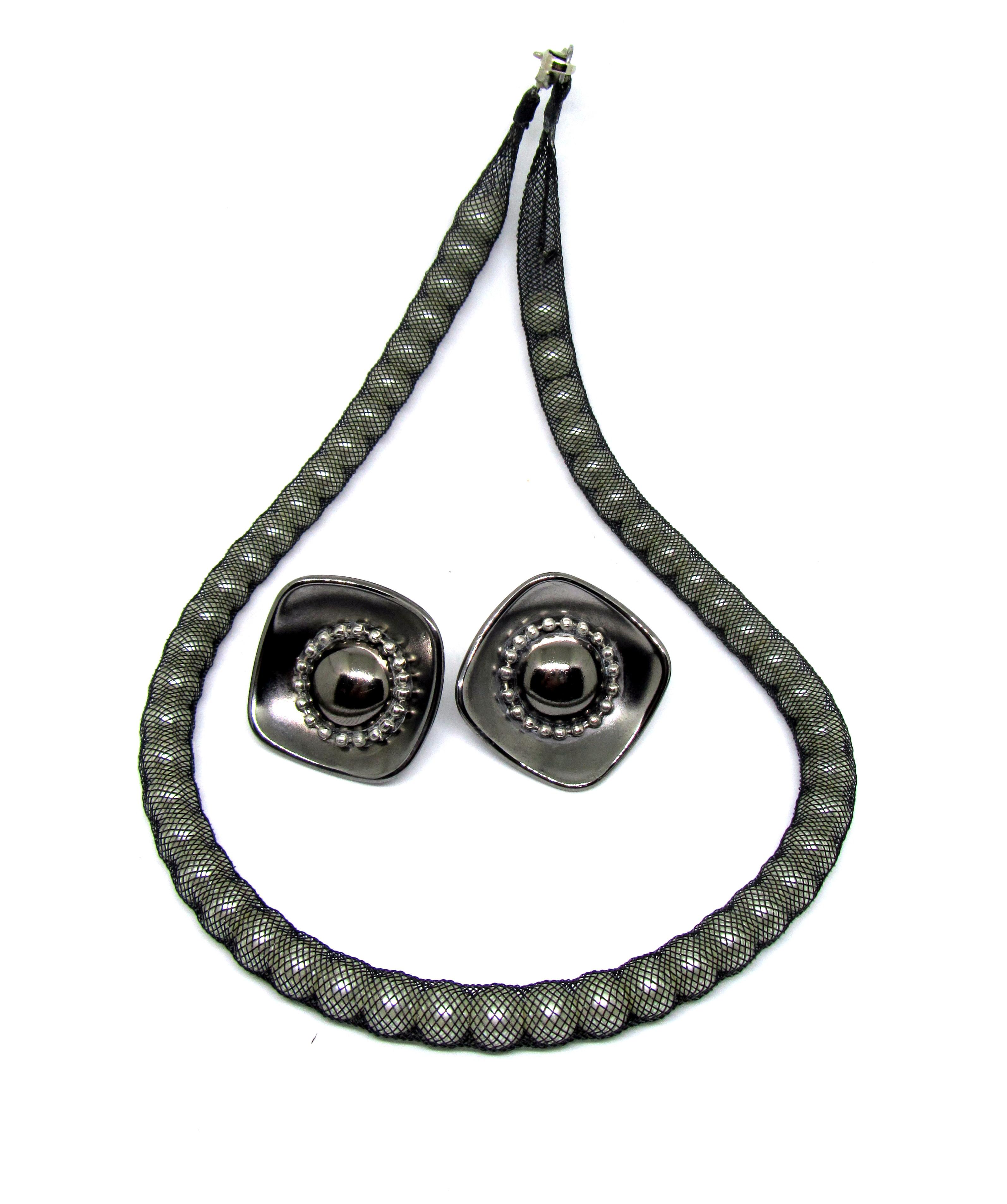 Сет: жемчужное ожерелье и серьги