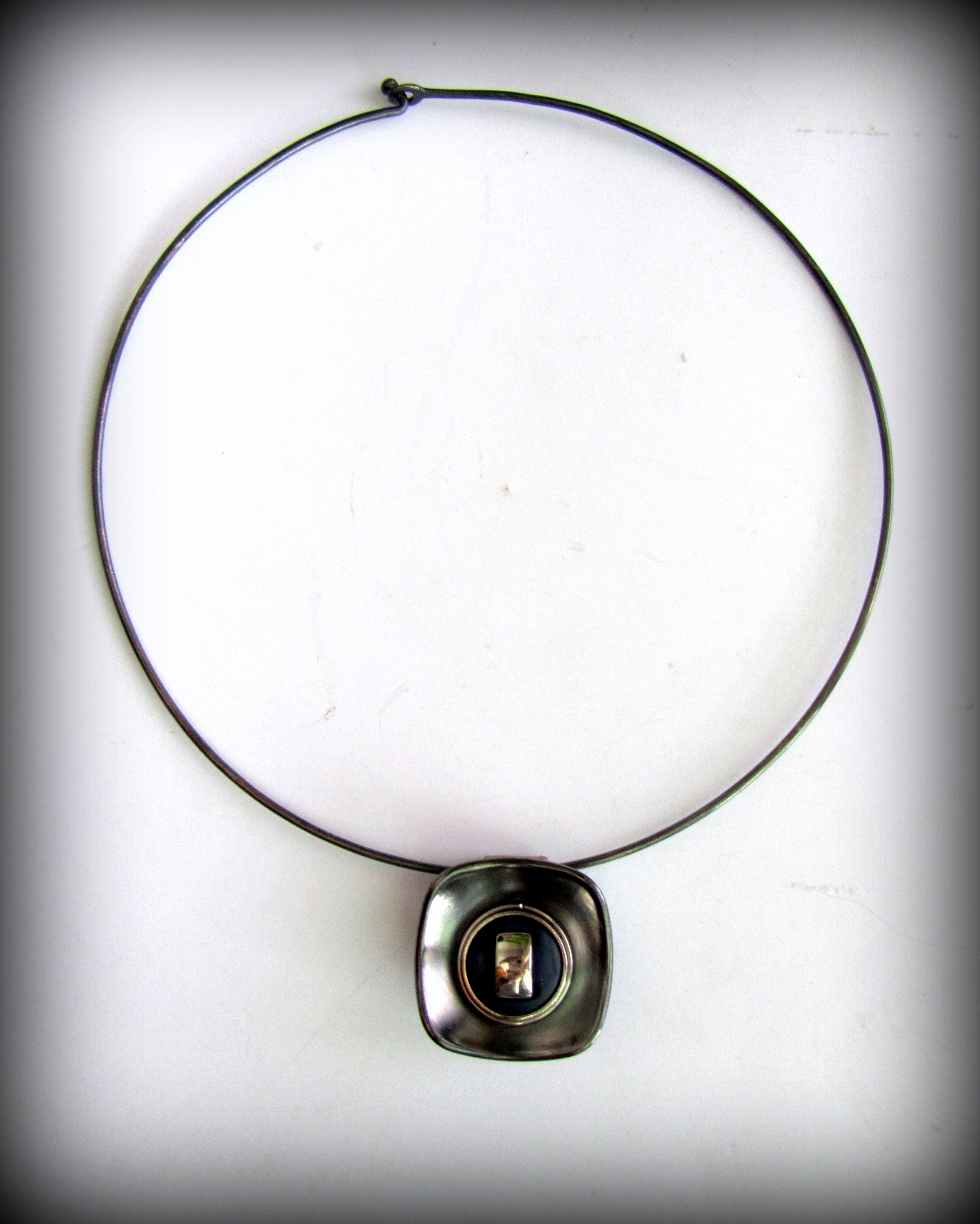 Ожерелье в минималистичном стиле