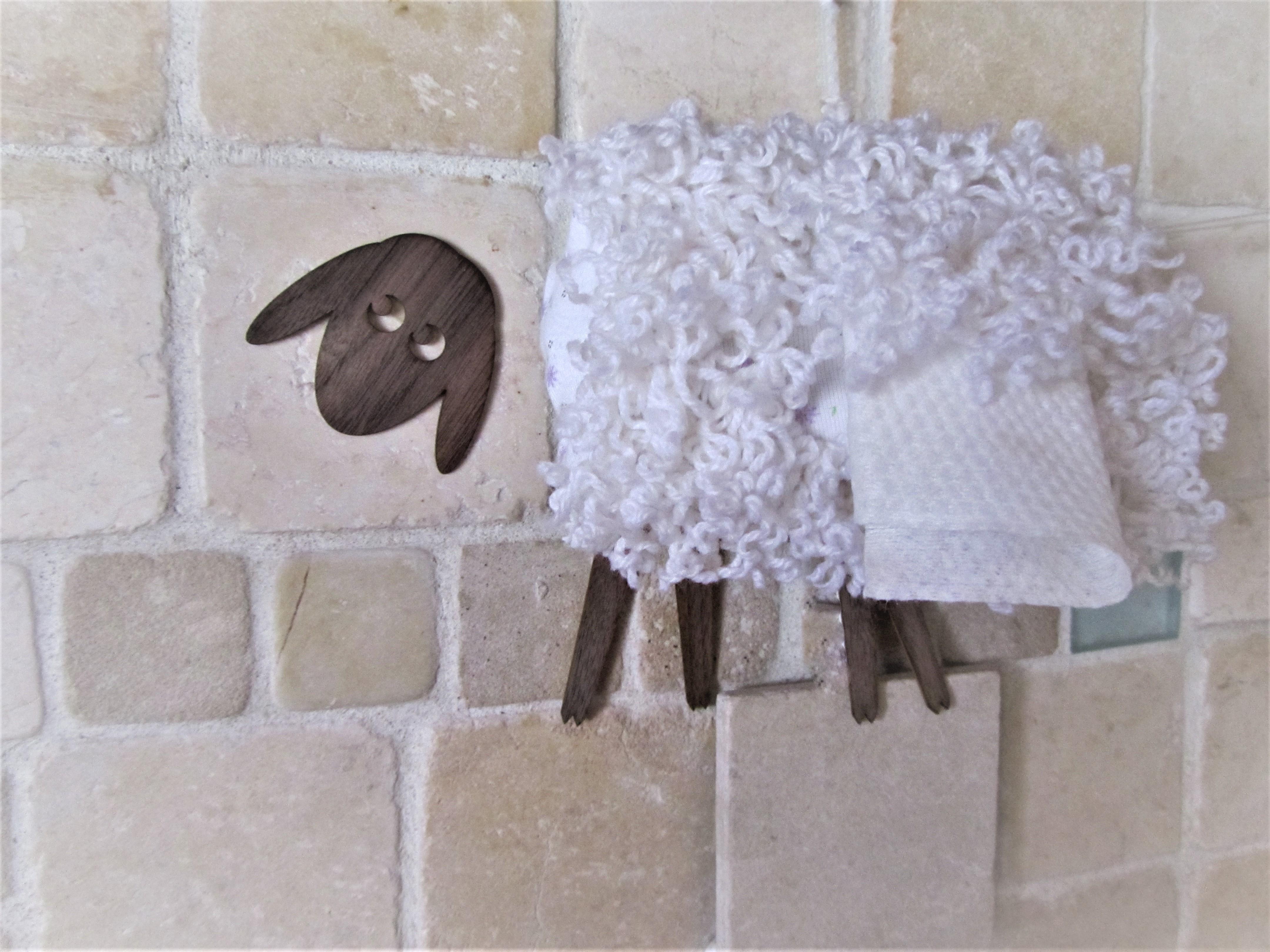 כבשה - מחזיק למגבונים
