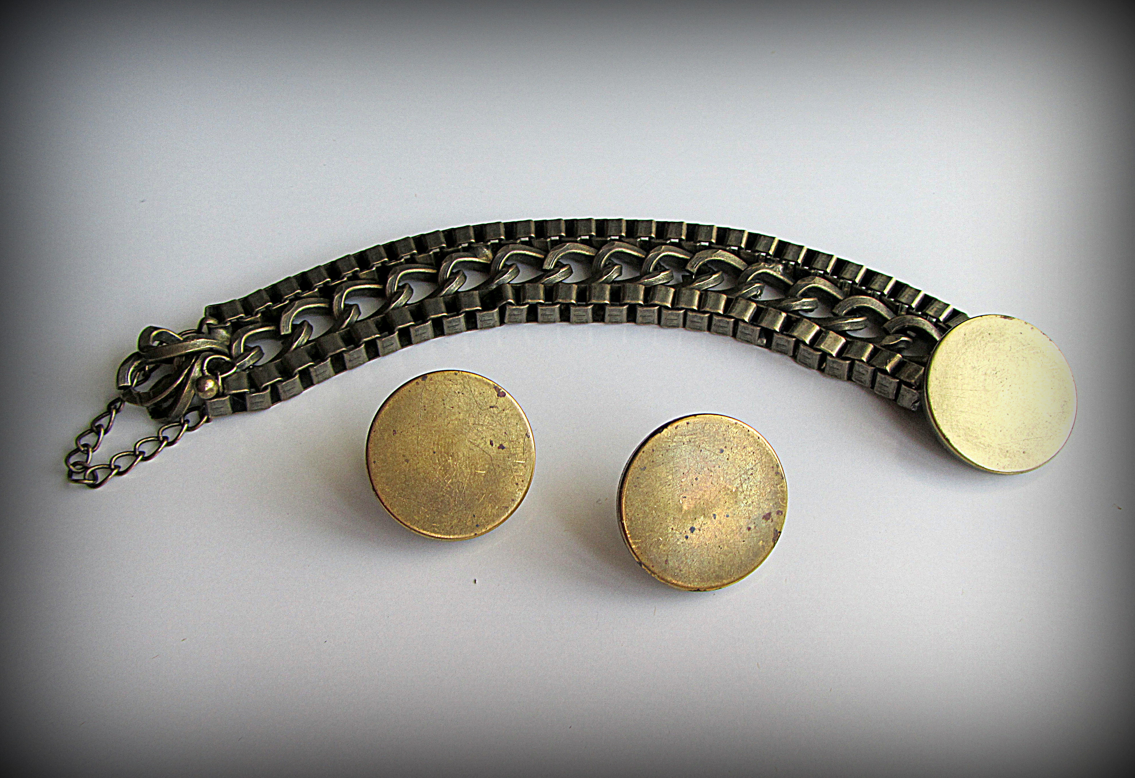 Set: bracelet and earrings