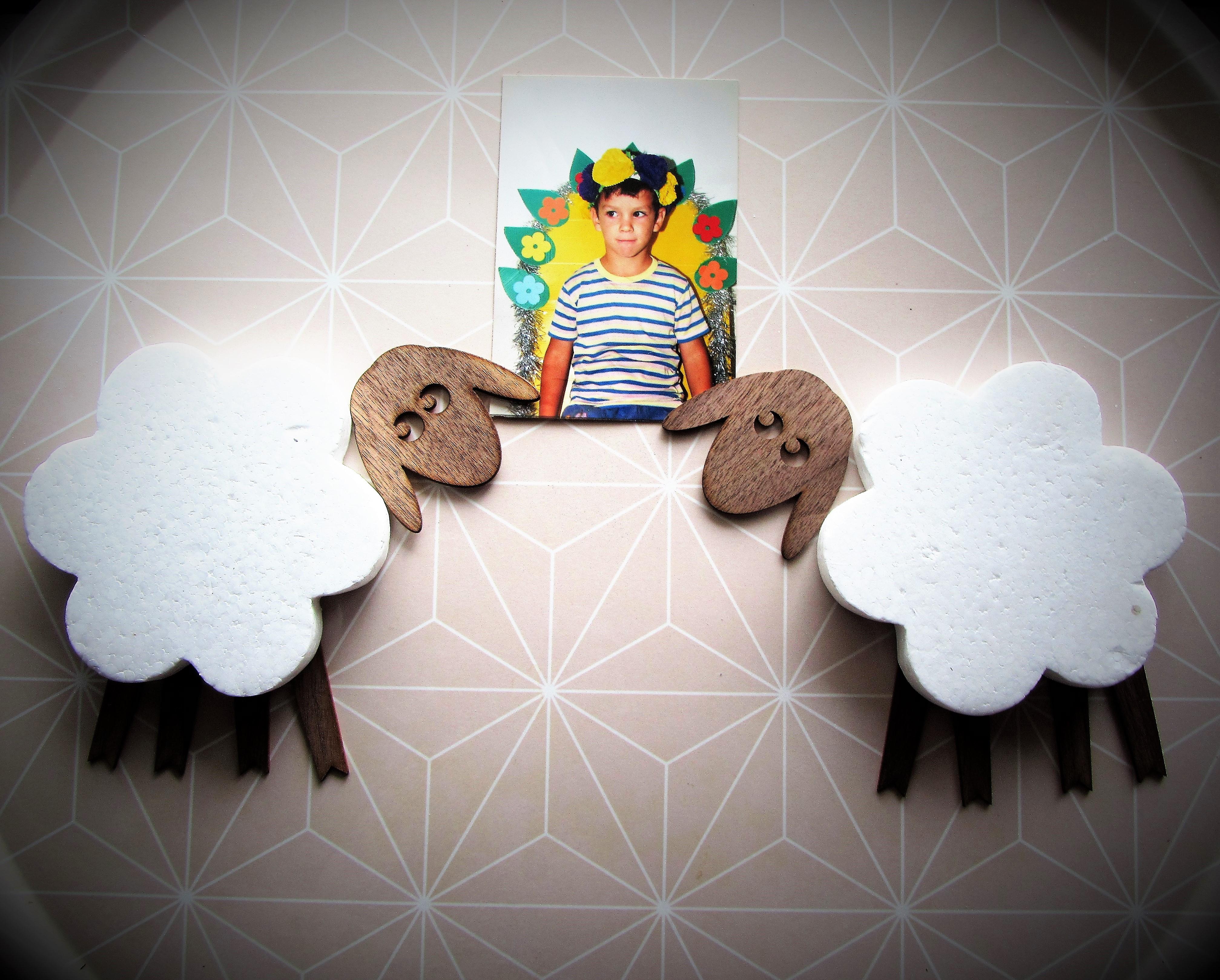טלה - מחזיקה תמונות לקיר