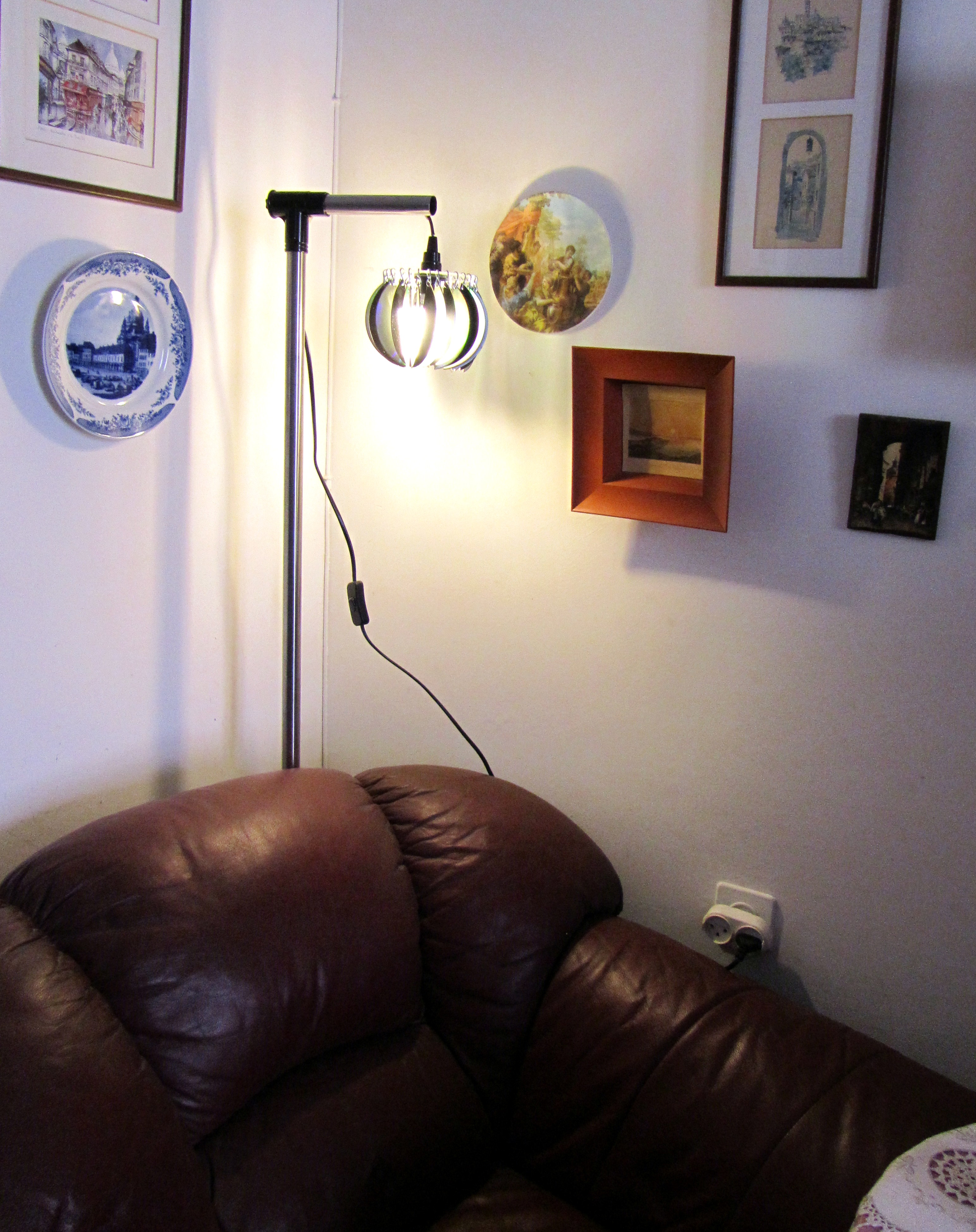Floor lamp from computer disks.