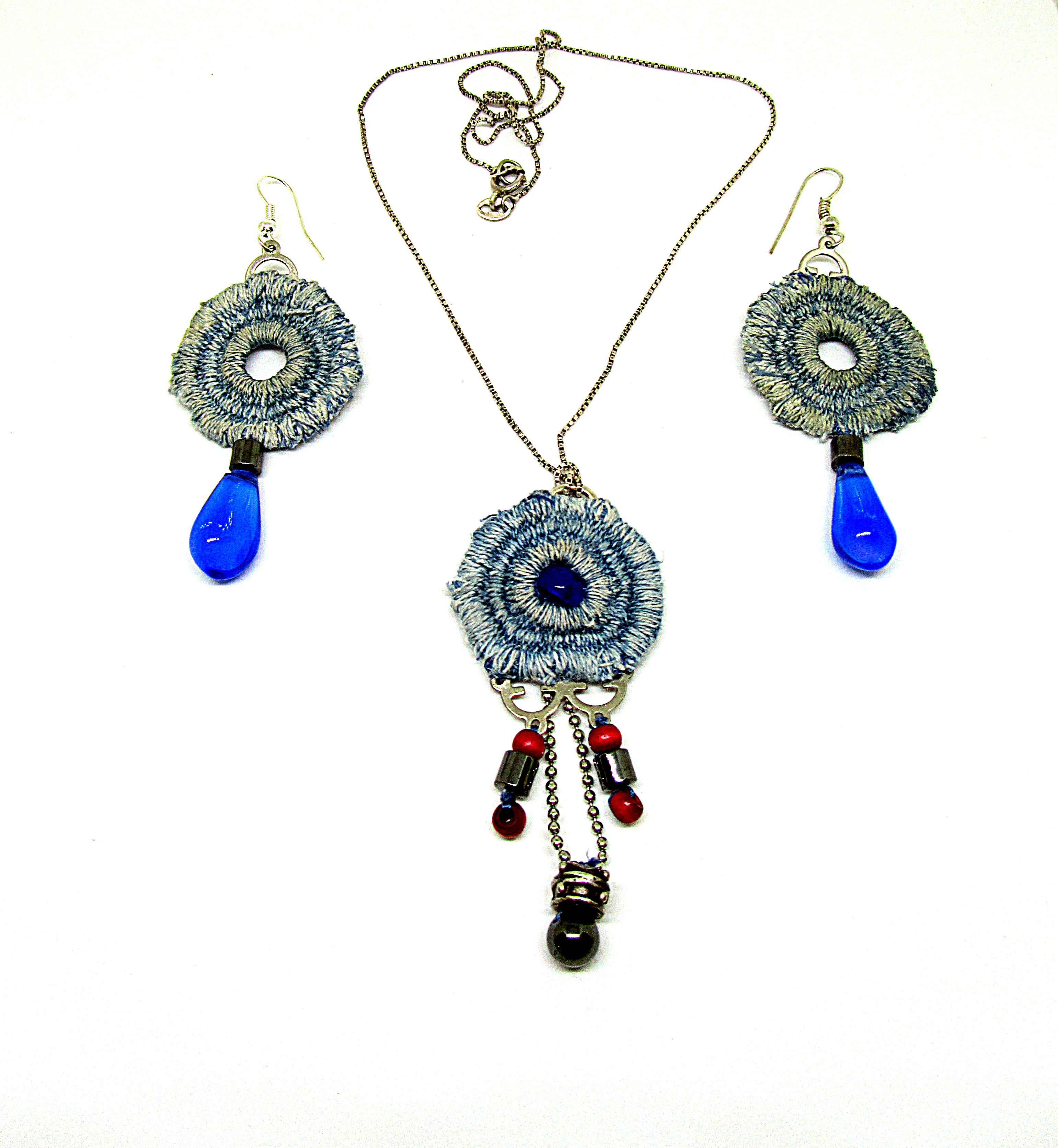 Pendant and earrings lace denim