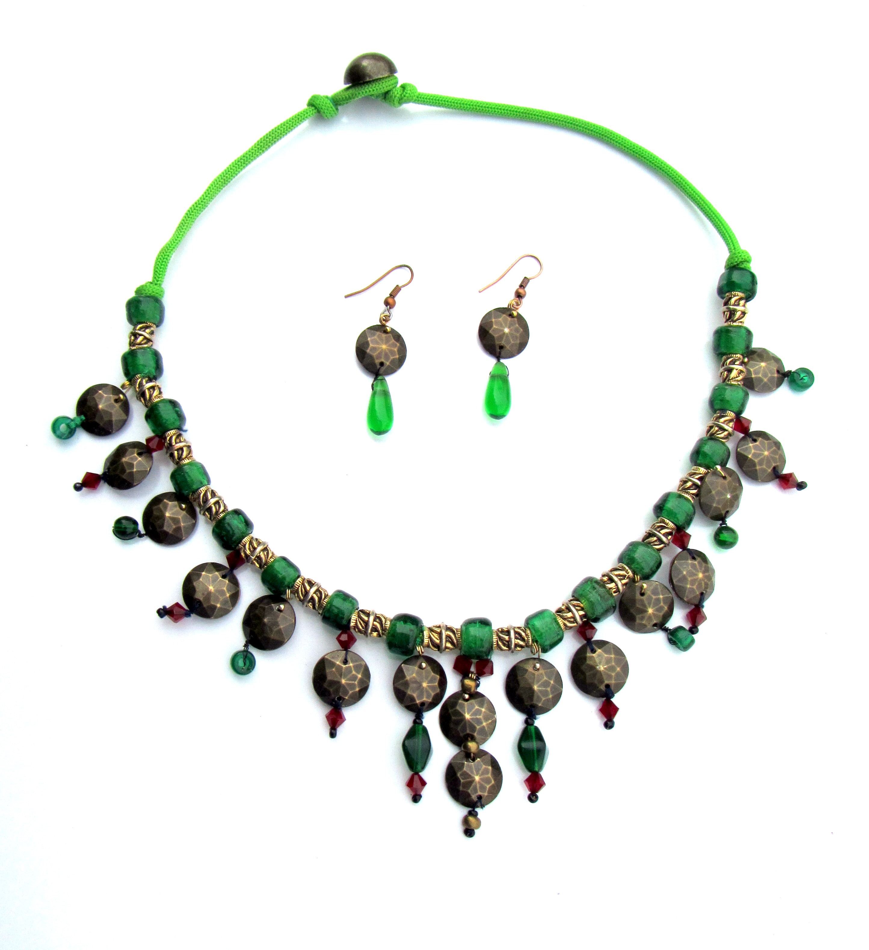 Set of jewelery made of green glass