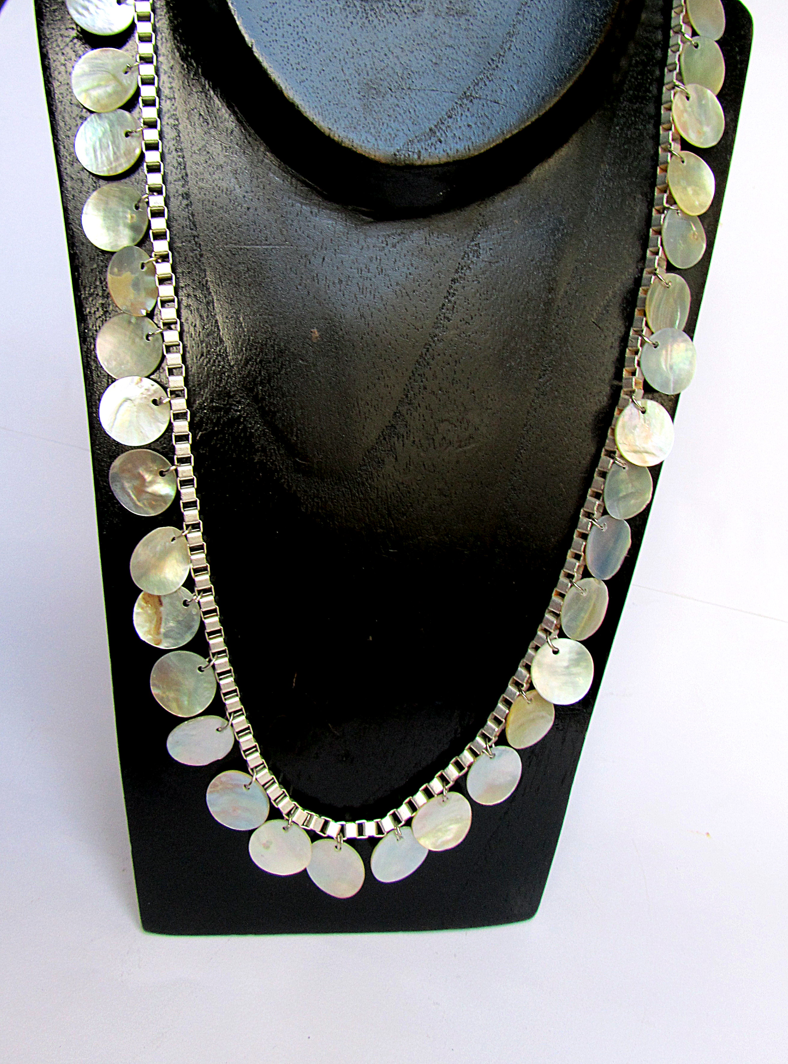 Set with pearl discs