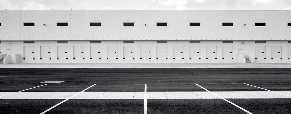 Warehouse, bodega, limpia, nueva, parque comercial, blanco y negro
