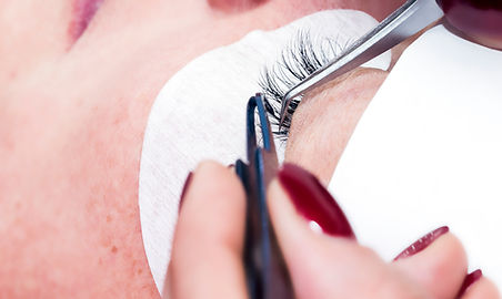 Gluing artificial eyelashes with tweezer
