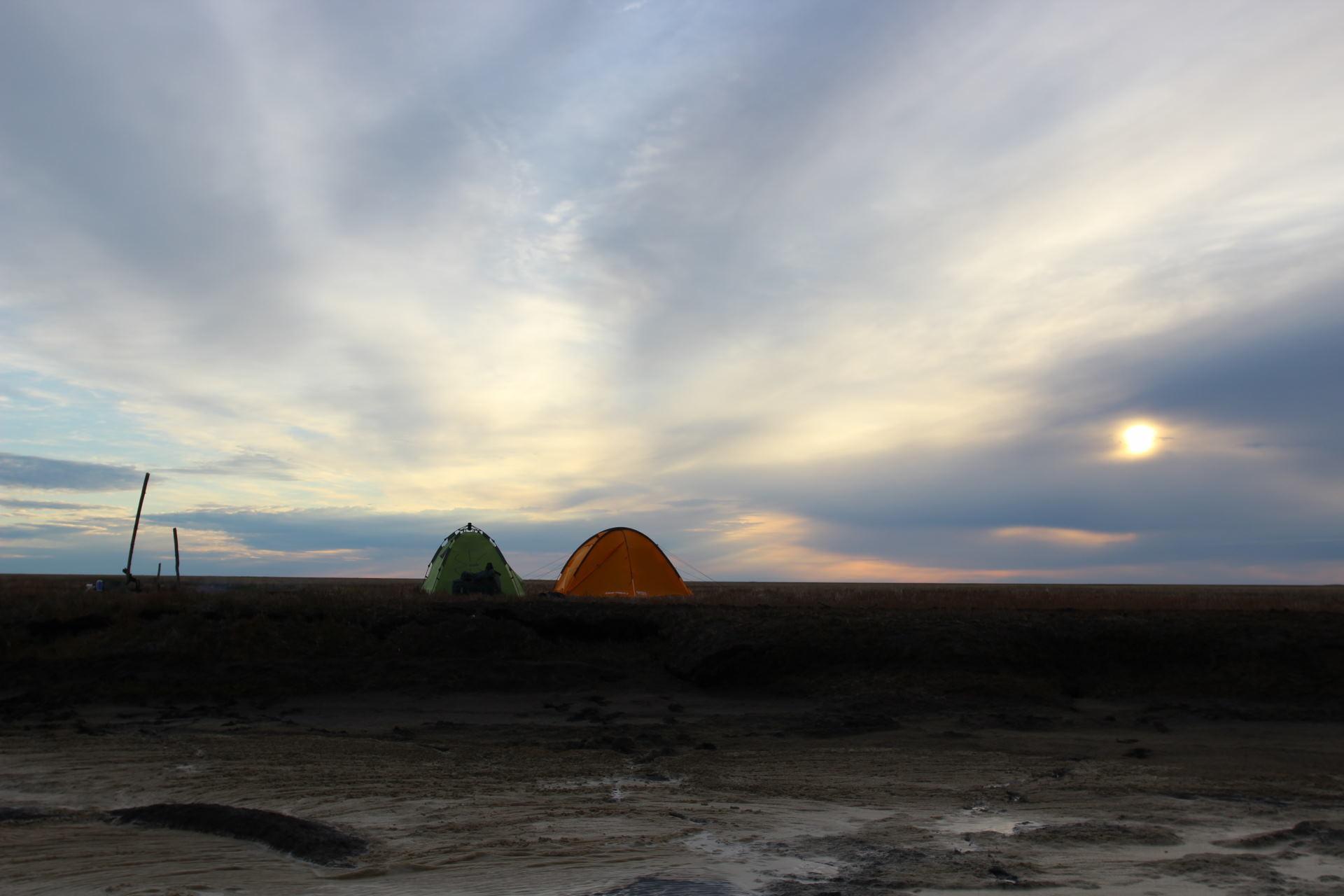 Первый лагерь на море...