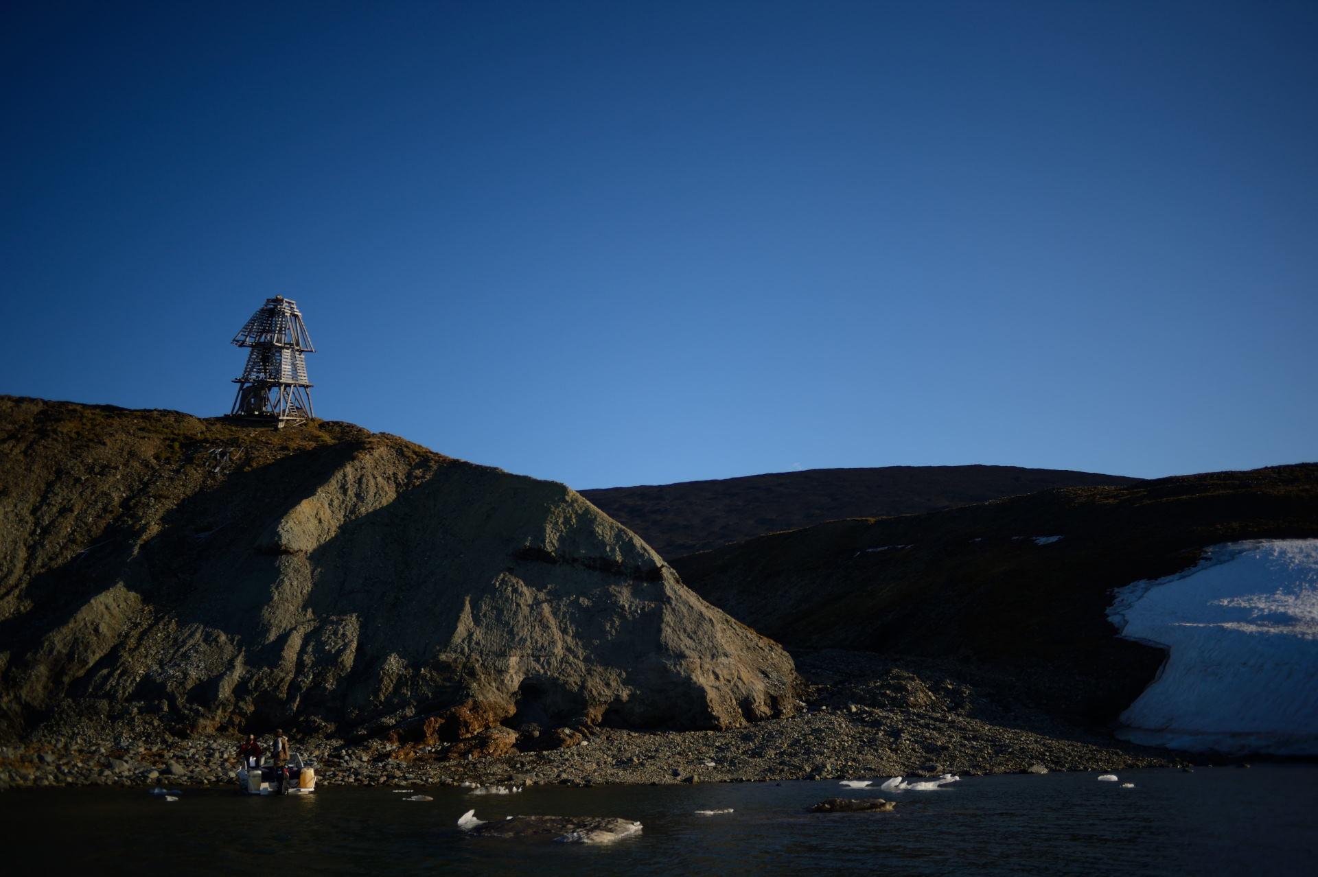 Береговой маяк из вечности...