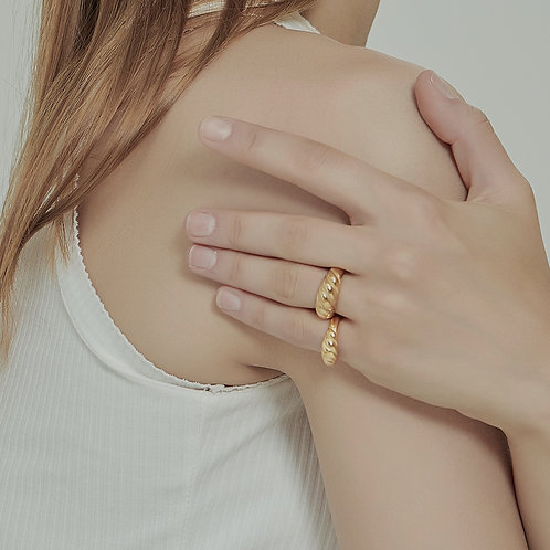 The Dome Croissant Band Ring (2 Styles)